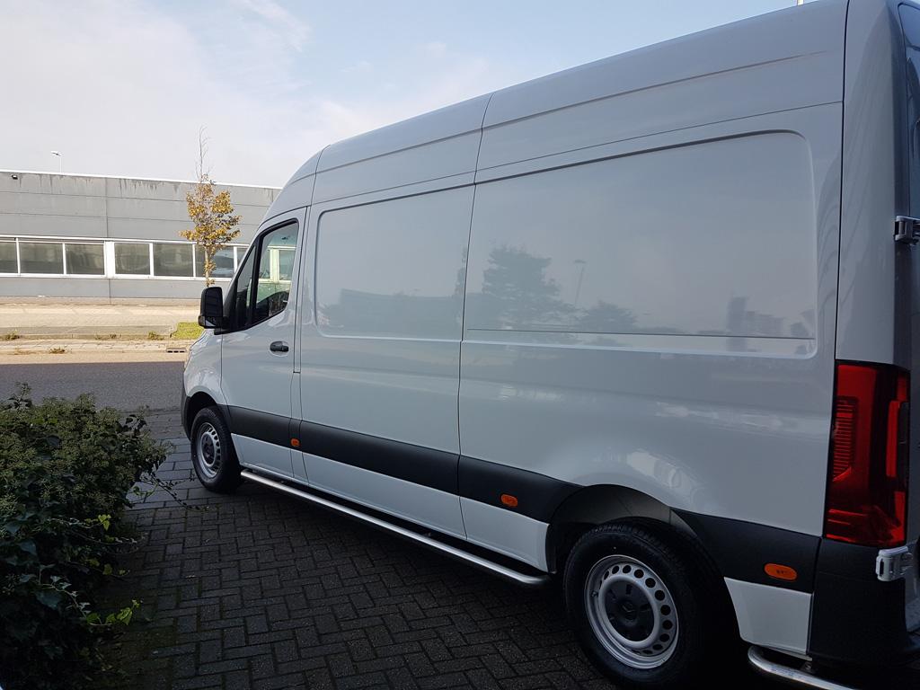 Showroomstaat Witte Bus